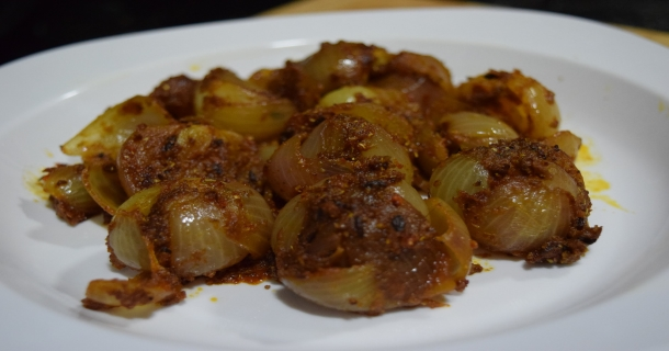 Kathiyawadi Stuffed Onion Recipe in Hindi