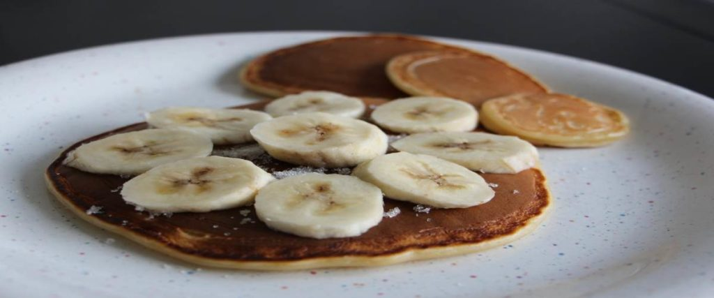 Banana Pancake Recipe in Hindi
